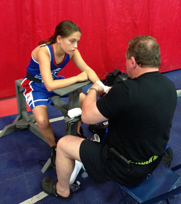 Alexis Lavarine getting ready to box